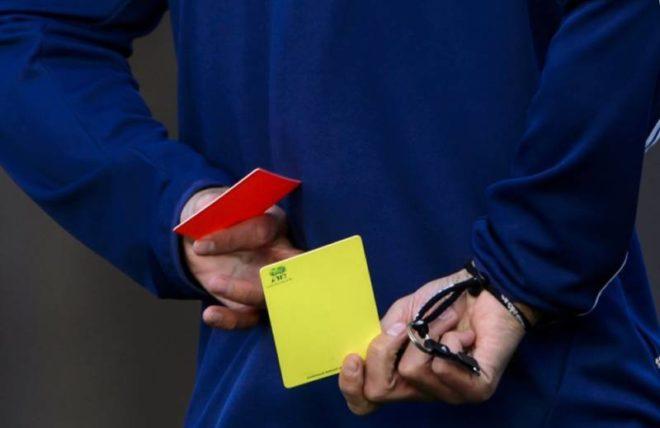 Желтая и красная карточка в футболе